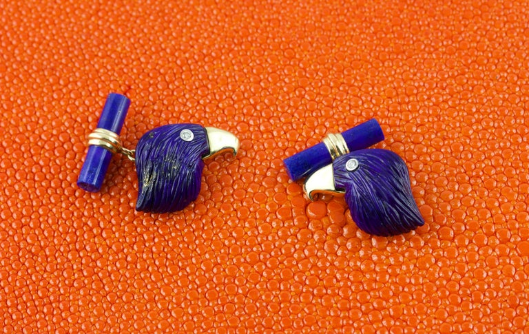 This elegant pair of cufflinks features the combination of 18k yellow gold, used for the post, and the lapis lazuli, whose deep blue shade appears in the toggles and the imposing profile of an eagle that graces the front piece. The magnificent bird