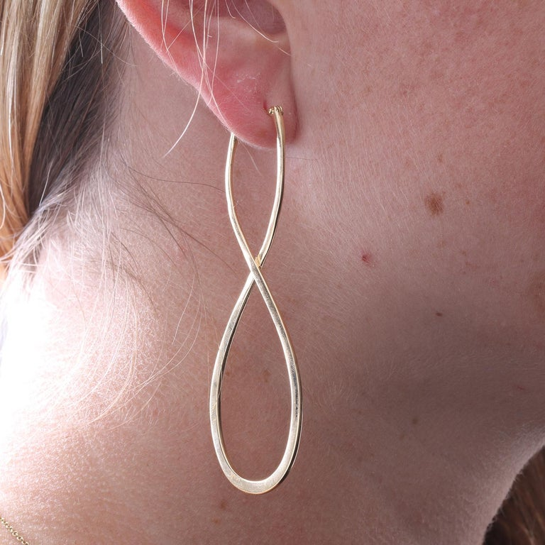 18 Karat Yellow Gold Long Earrings In New Condition For Sale In Dallas, TX