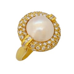 18 Karat Yellow Gold Mabe Pearl Ring with 1.45 Carat Diamond Halo