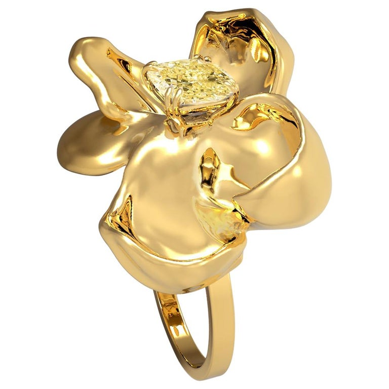 18 Karat Yellow Gold Magnolia Ring with GIA Certified 1.1 Carat Yellow Diamond For Sale