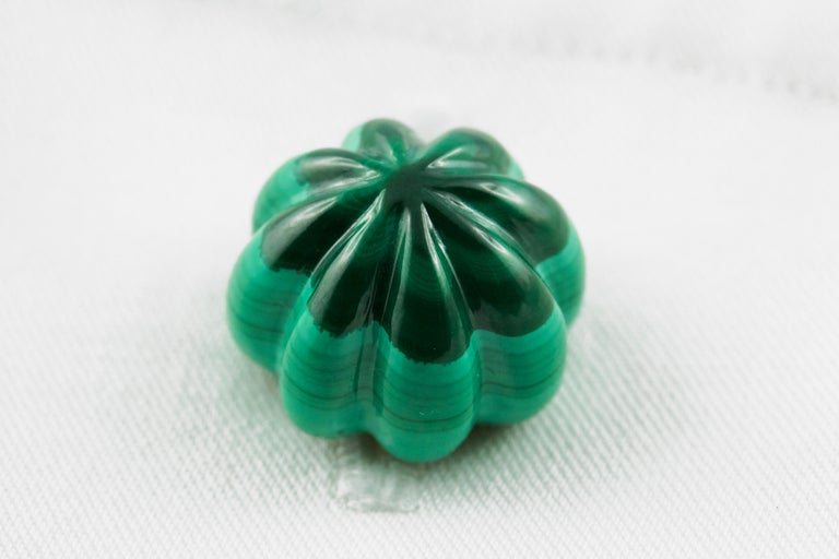 18 Karat Yellow Gold Malachite Flower Cufflinks For Sale 1