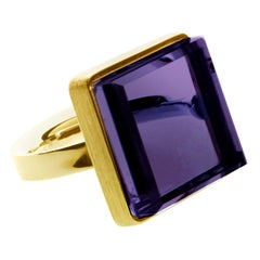18 Karat Yellow Gold Men Art Deco Style Ring with Amethyst, Featured in Vogue