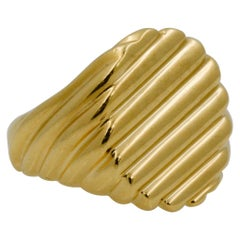 18 Karat Yellow Gold Men's Ridged Ring