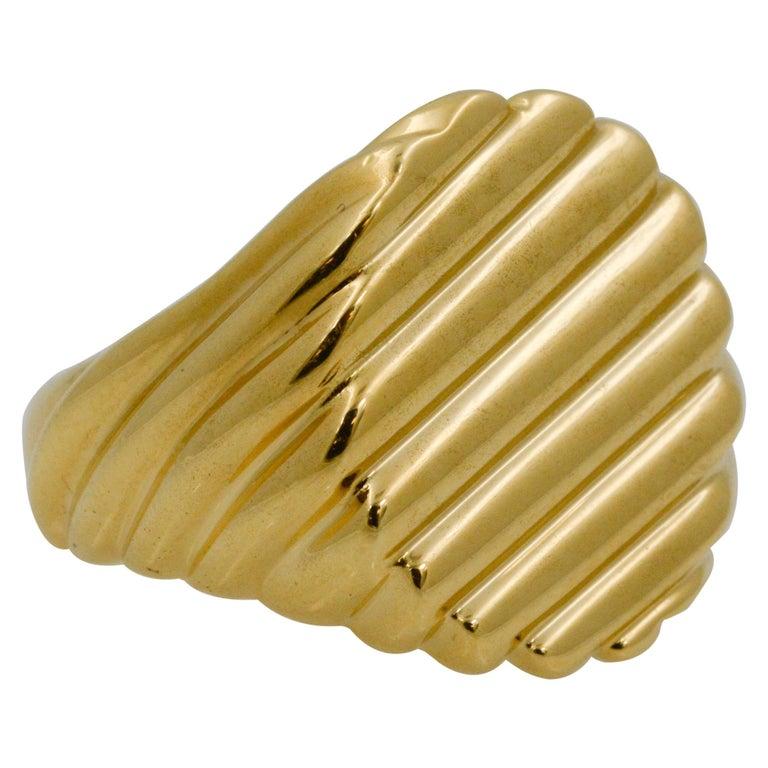 18 Karat Yellow Gold Men's Ridged Ring For Sale