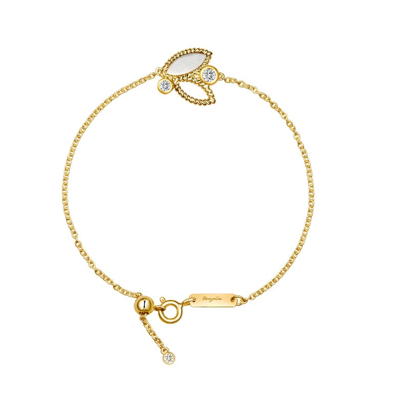 18 Karat Yellow Gold Mini Q Garden Bracelet with Diamonds and Mother of Pearl For Sale