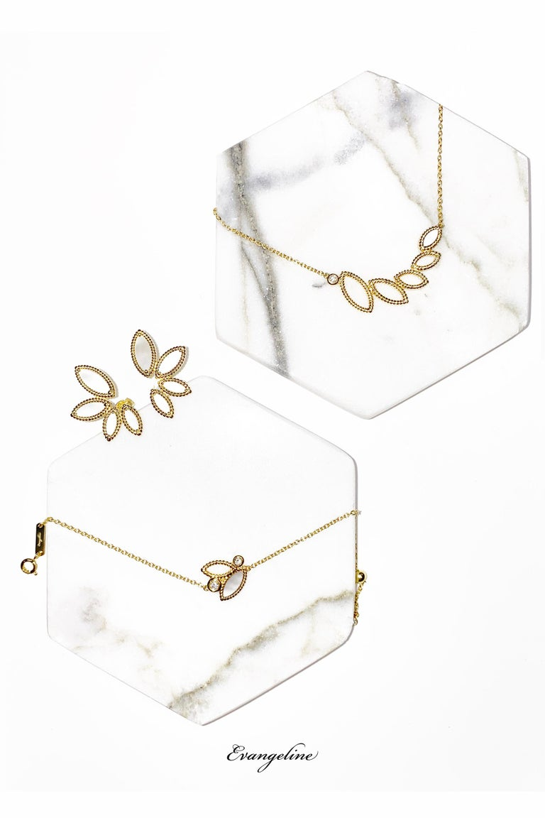 18k yellow gold, 5.8g. Stone: Mother of Pearl   These charming mini Q Garden earrings are ideal for any occasion. As the latest addition to the popular Q Garden collection, the Mini Q Garden collection includes bracelets, earrings, and necklaces,