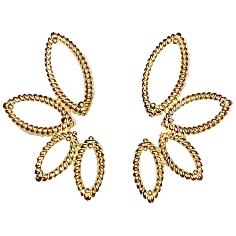 18 Karat Yellow Gold Mini Q Garden Earrings with Diamonds and Mother of Pearl For Sale