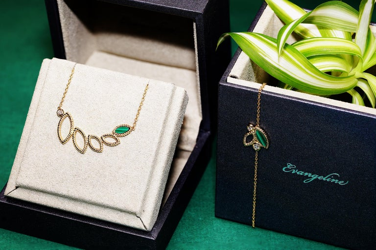 Contemporary 18 Karat Yellow Gold Mini Q Garden Necklace with Diamonds and Malachite For Sale
