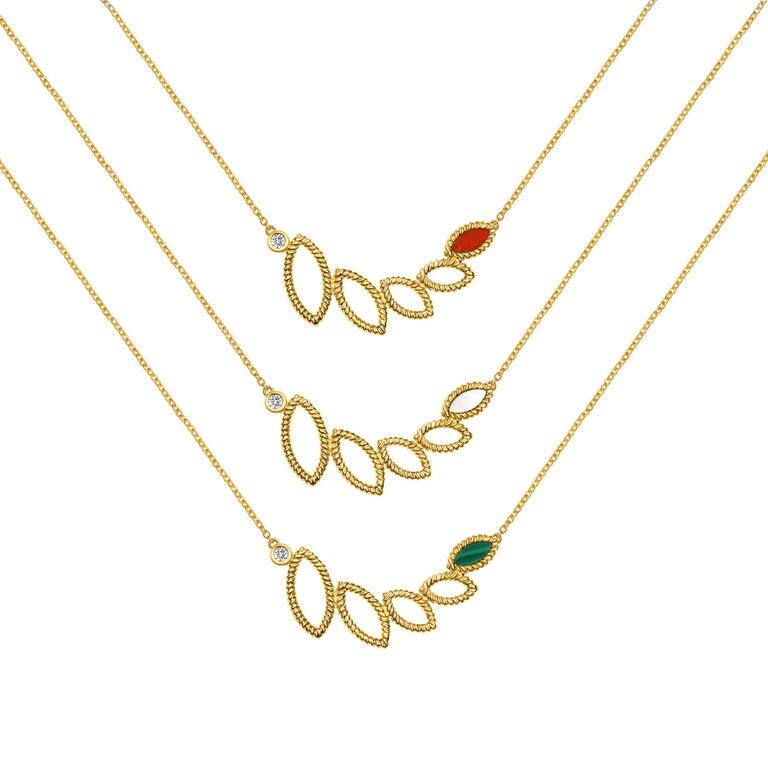 Women's or Men's 18 Karat Yellow Gold Mini Q Garden Necklace with Diamonds and Malachite For Sale