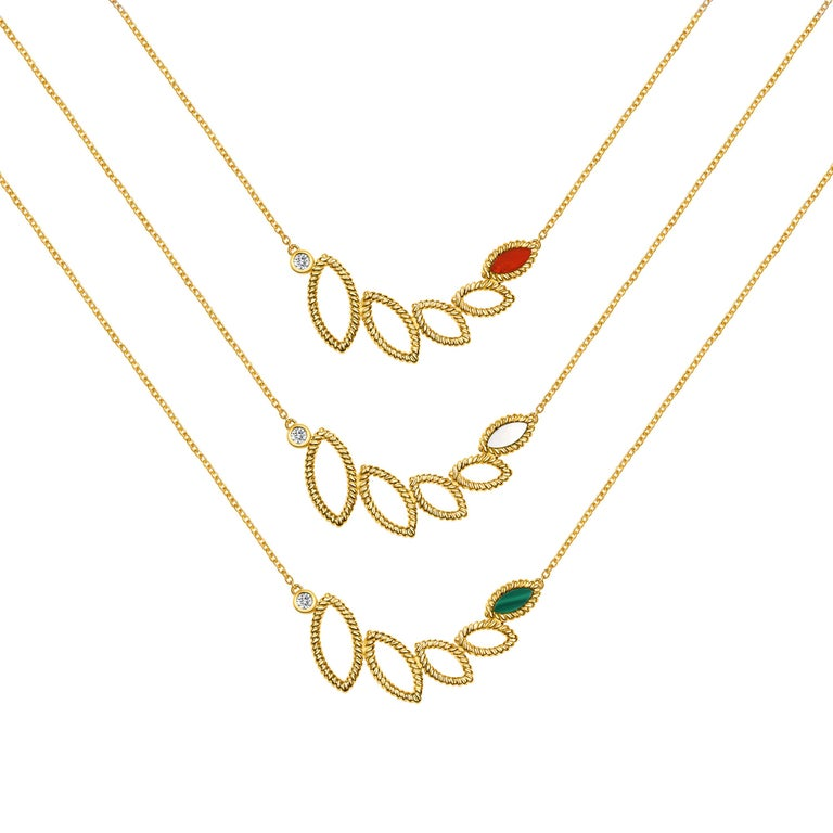 Women's or Men's 18 Karat Yellow Gold Mini Q Garden Necklace with Diamonds and Mother of Pearl For Sale