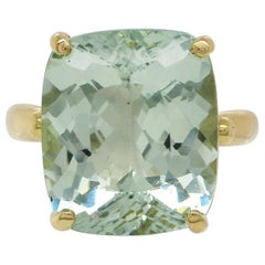 18 Karat Yellow Gold Mint Green Beryl Cocktail Dinner Ring