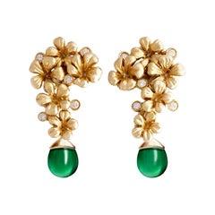 18 Karat Yellow Gold Modern Blossom Earrings with Natural Diamonds