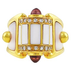 18 Karat Yellow Gold Mother of Pearl Panel Ring