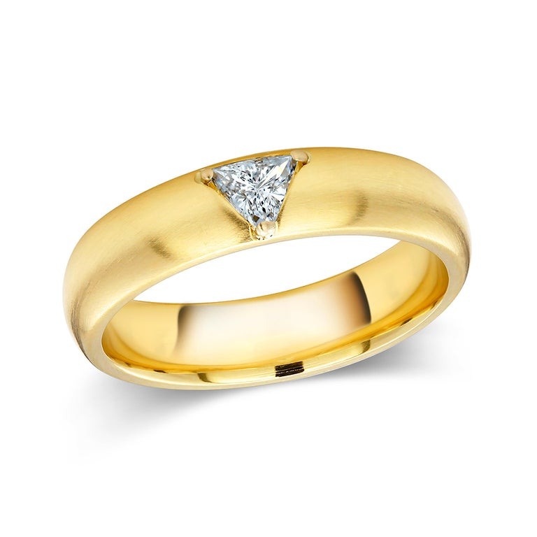 Women's or Men's 18 Karat Yellow Gold One Triangle Diamond Band For Sale