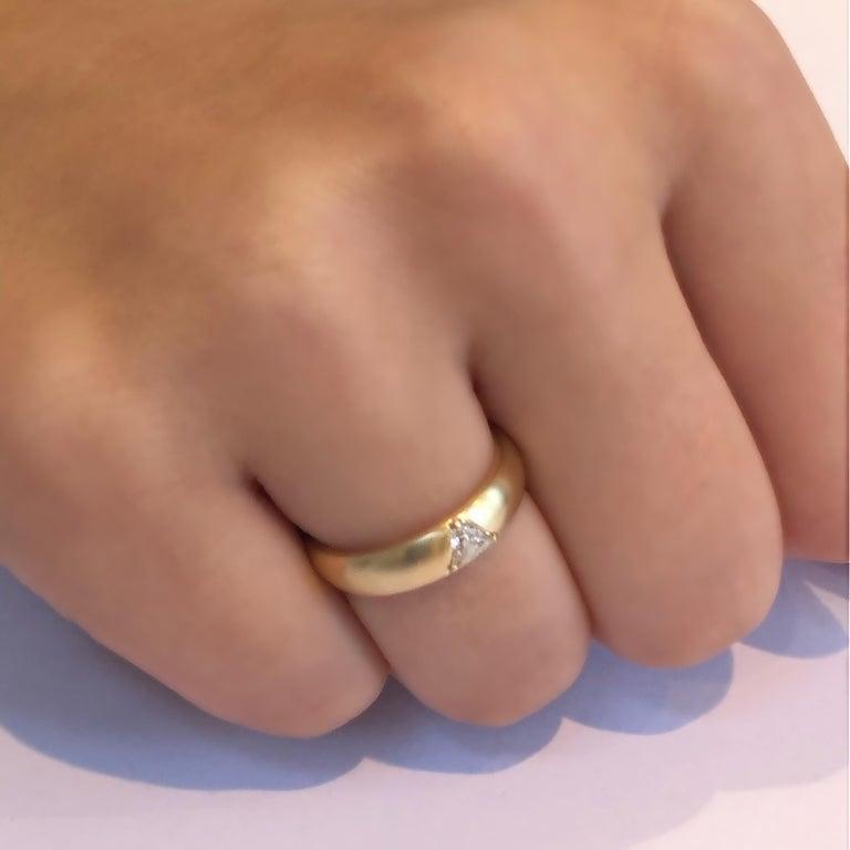 18 Karat Yellow Gold One Triangle Diamond Band For Sale 1