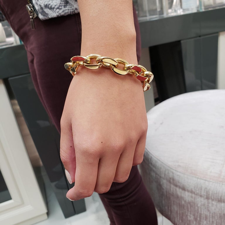 18 Karat Yellow Gold Oval Link Bracelet In Excellent Condition For Sale In New York, NY