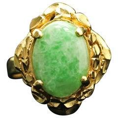 18 Karat Yellow Gold Oval Vintage Jade Ring