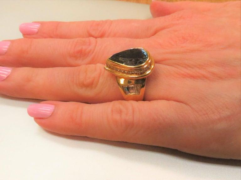 Pear Cut 18 Karat Yellow Gold Pear Shape Aquamarine and Diamond Ring For Sale
