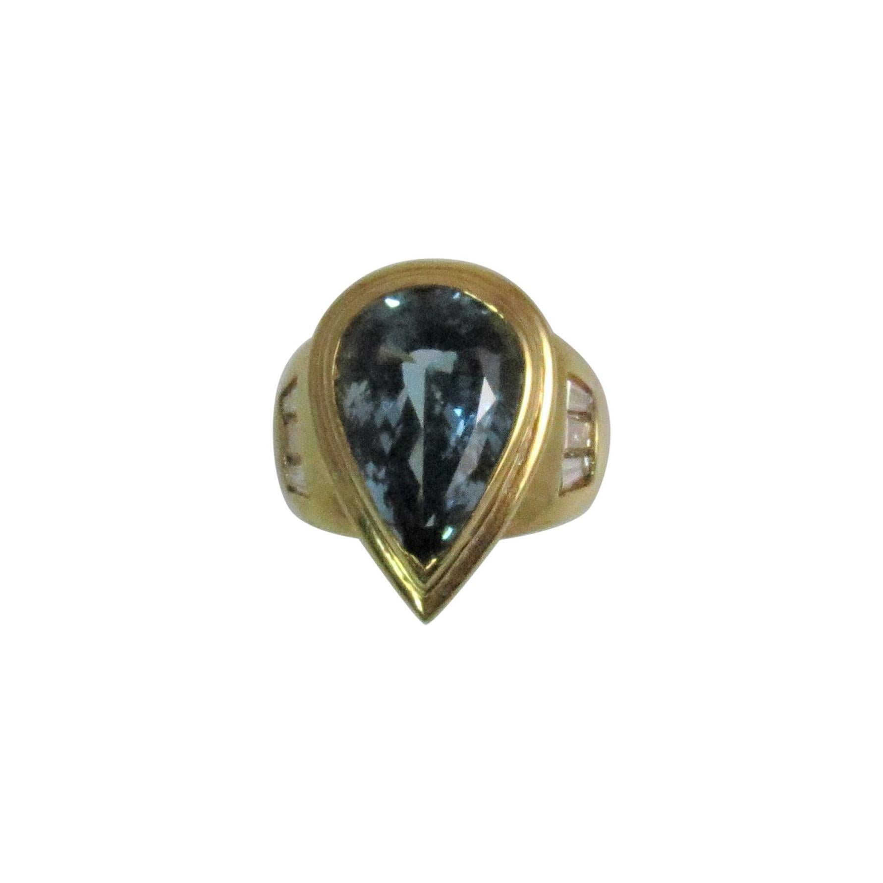 18 Karat Yellow Gold Pear Shape Aquamarine and Diamond Ring