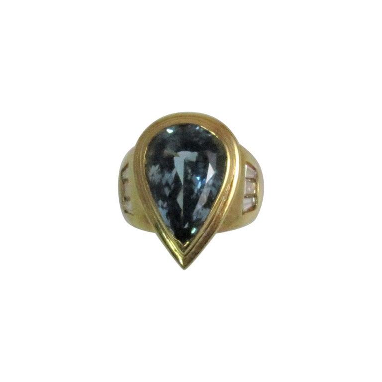 18 Karat Yellow Gold Pear Shape Aquamarine and Diamond Ring For Sale