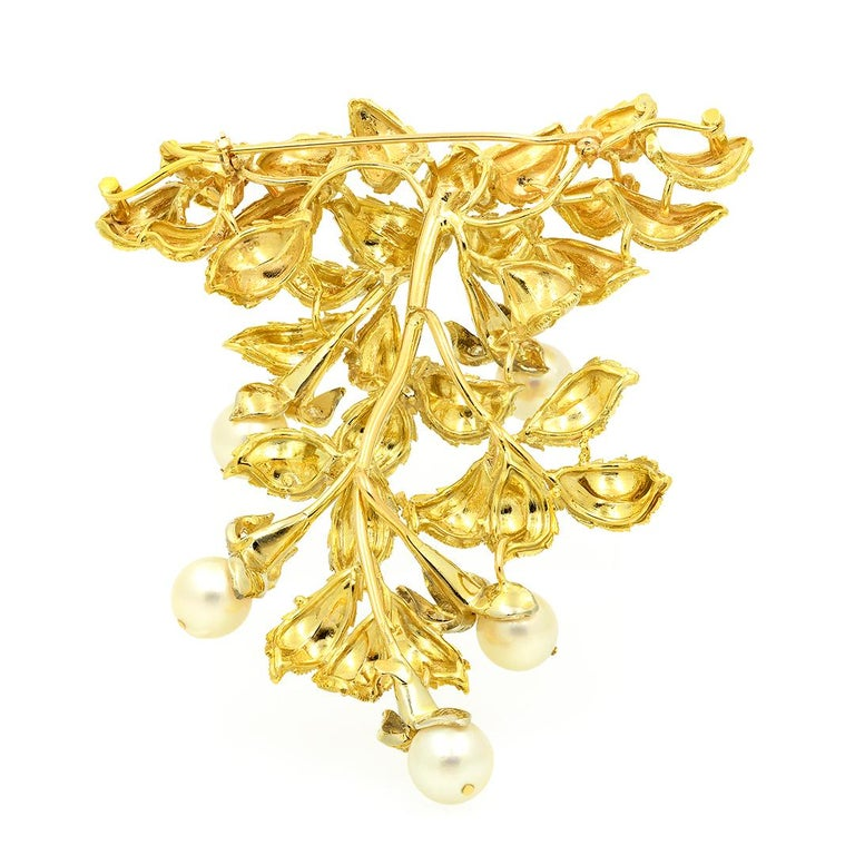 Women's or Men's 18 Karat Yellow Gold Pearl and Diamond Leaf Brooch For Sale