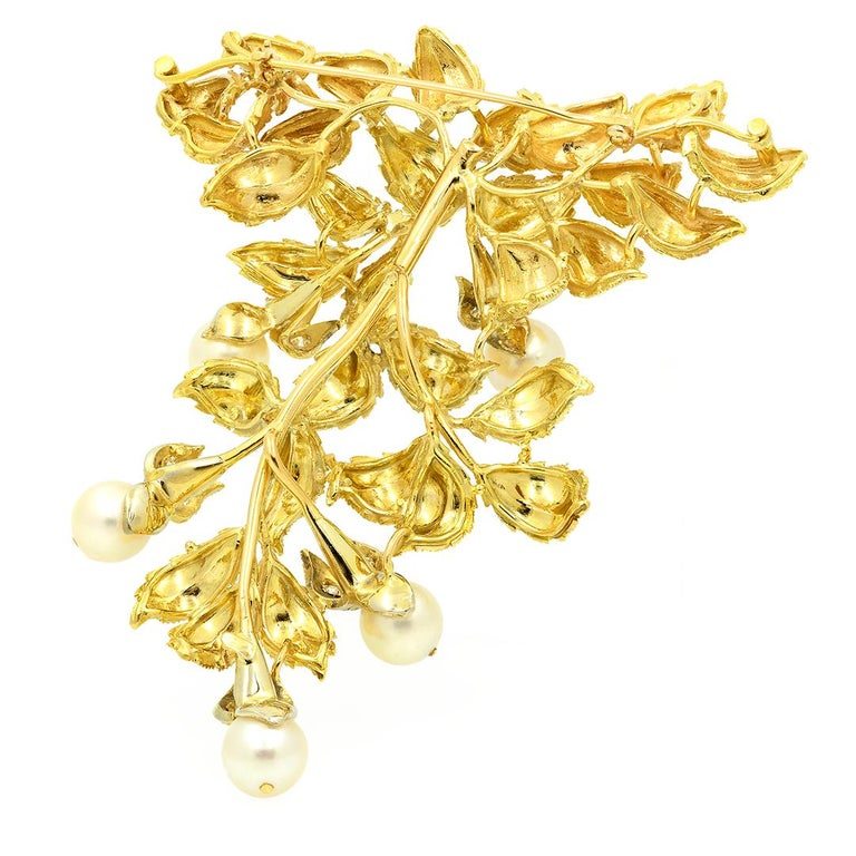 18 Karat Yellow Gold Pearl and Diamond Leaf Brooch For Sale 1
