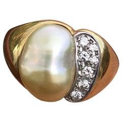18 Karat Yellow Gold Pearl and Diamond Ring 0.17 Carat 9.7g