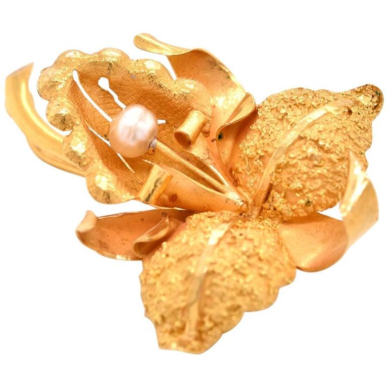 18 Karat Yellow Gold Pearl Flower Brooch For Sale