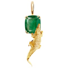 18 Karat Yellow Gold Pendant Necklace with 2.23 Cts. Cushion Natural Emerald