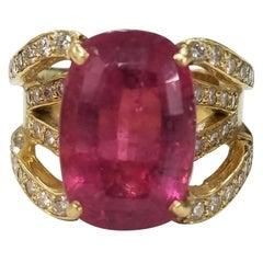 18 Karat Yellow Gold Pink Tourmaline and Diamond Ring