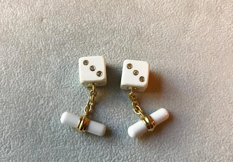18 Karat Yellow Gold Playing Dice White Agate Diamonds Cufflinks In New Condition For Sale In Milano, IT