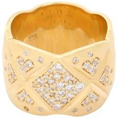 18 Karat Yellow Gold Quilted Pave Diamond Ring