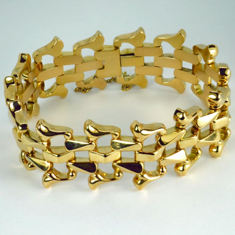 18 Karat Yellow Gold Retro Link Bracelet In Good Condition For Sale In London, GB