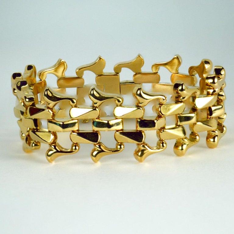Women's 18 Karat Yellow Gold Retro Link Bracelet For Sale