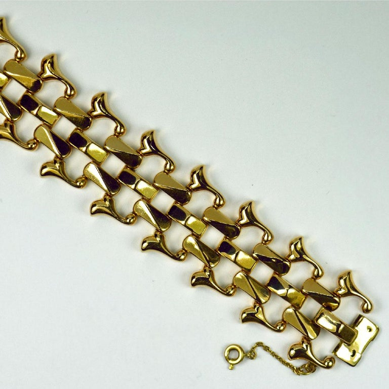 18 Karat Yellow Gold Retro Link Bracelet For Sale 3