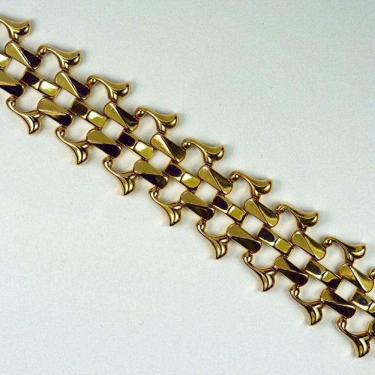 18 Karat Yellow Gold Retro Link Bracelet For Sale 4