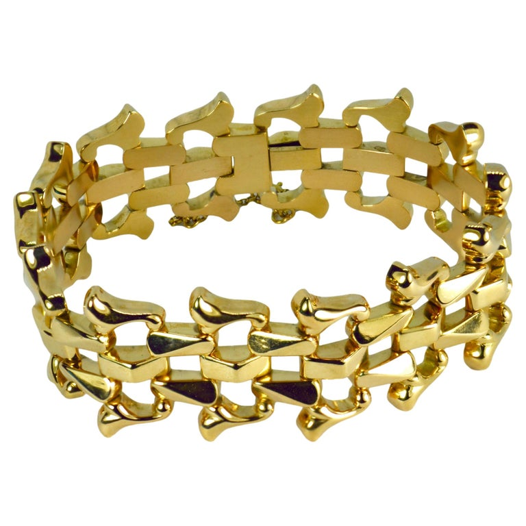 18 Karat Yellow Gold Retro Link Bracelet For Sale