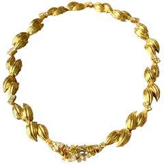 18 Karat Yellow Gold Retro Necklace Fancy Diamonds Leaf Design