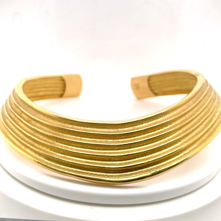 18 Karat Yellow Gold Ribbed Collar Necklace 85.6 Grams Made in Italy For Sale 3