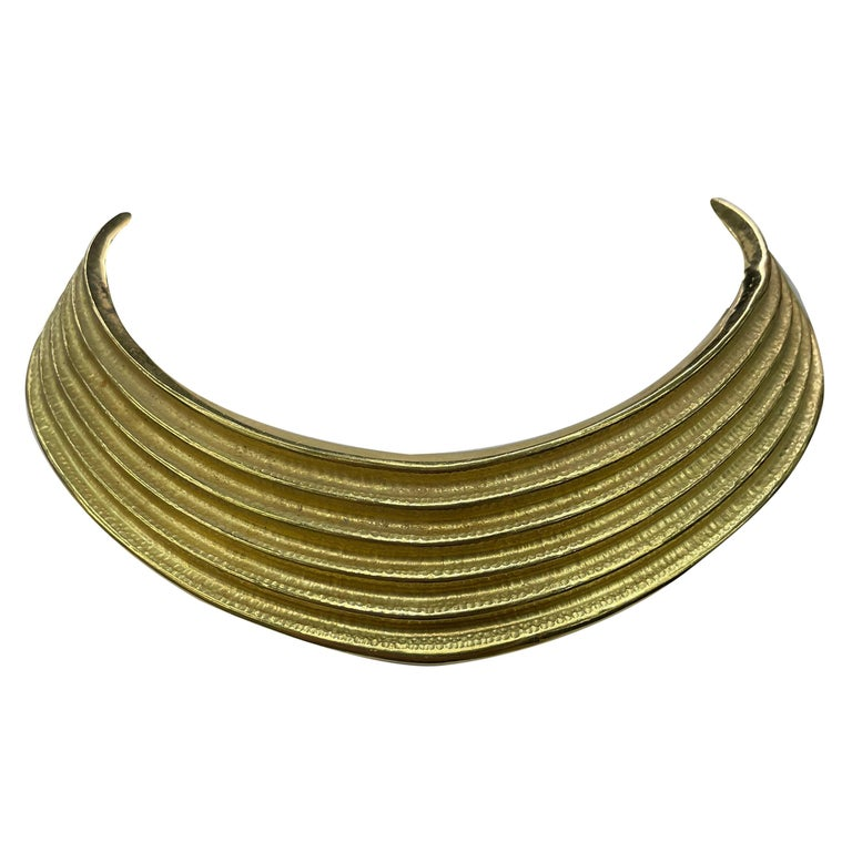 18 Karat Yellow Gold Ribbed Collar Necklace 85.6 Grams Made in Italy For Sale