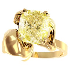 18 Karat Yellow Gold Engagement Ring with 1 Carat Fancy Light Yellow Diamond