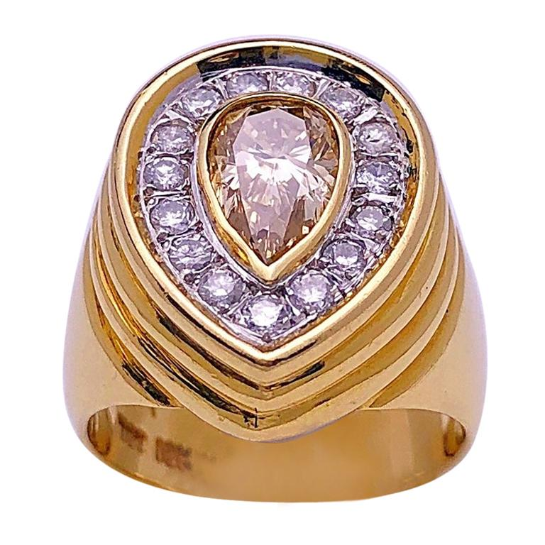 18 Karat Yellow Gold Ring with 1.07 Carat Pear Shaped Champagne Diamond