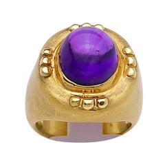 18 Karat Yellow Gold Ring with Cabochon Oval Amethyst