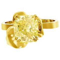 18 Karat Yellow Gold Ring with GIA Certified 2 Carat Fancy Light Yellow Diamond