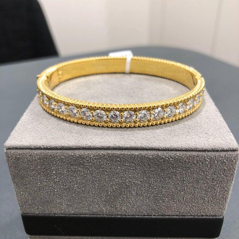 Modern Roman Malakov 18 Karat Yellow Gold Round Diamond Bangle Bracelet For Sale