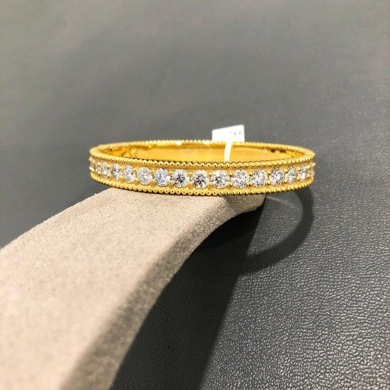 Round Cut Roman Malakov 18 Karat Yellow Gold Round Diamond Bangle Bracelet For Sale
