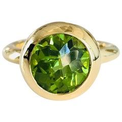 18 Karat Yellow Gold Round Peridot Ring