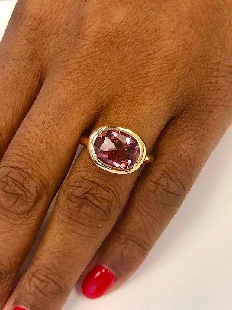 Round Cut 18 Karat Yellow Gold Round Pink Tourmaline Ring For Sale