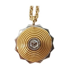 18 Karat Yellow Gold Round Shape Diamond Studded Pendant Necklace