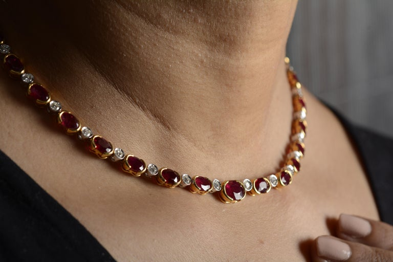 18 Karat Yellow Gold Ruby Diamond Necklace Set For Sale 3